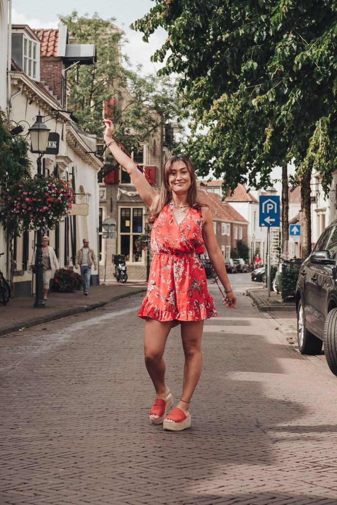 Wimperkoningin Dirkje Berkheij heeft er een zomerse hobby bij: plaatjes draaien.
