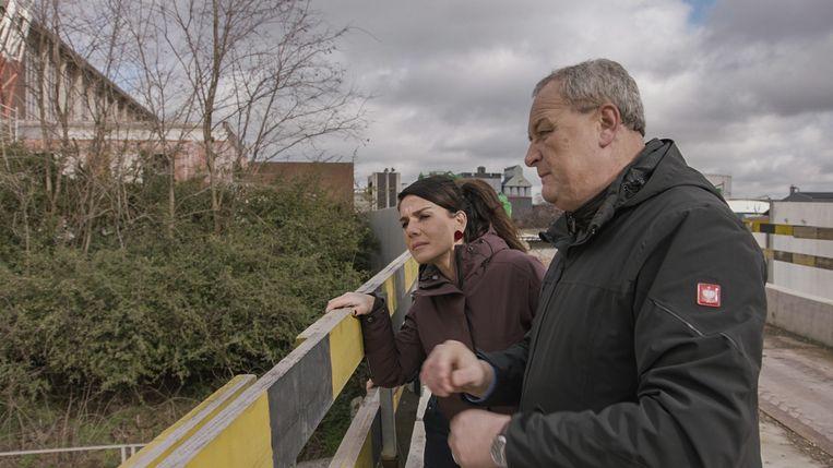 Fatma Taspinar en Alain Remue in 'De Cel Vermiste Personen' Beeld VRT