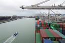 Via de Rotterdamse haven wordt veel lading naar Groot-Brittannië verscheept en vanuit het Britse eiland aangevoerd.