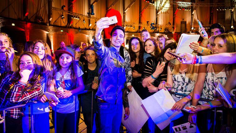 YouTube-fans op 18 april 2018 in Amsterdam tijdens het VEED-festival - voor en door YouTubers.   Beeld ANP