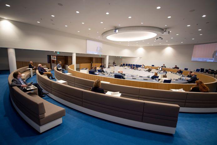 De gemeenteraad vergaderde dinsdag ruim meer dan tien uur, opnieuw op 1,5 afstand van elkaar en zonder publiek.