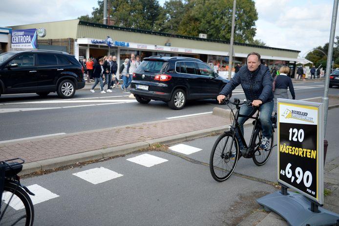 Grote drukte bij grensovergang Rammelbeek ivm Duitse feestdag.