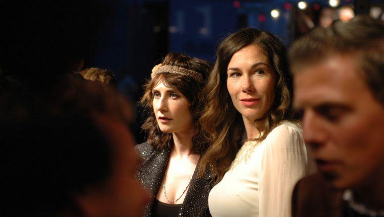 Actrices Carice van Houten (links) en Halina Reijn tijdens de opening van het Nederlands Film Festival, vorige week woensdag. © Pieter Sabel / vk.nl Beeld