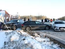 Drie auto's in puin na ongeval in Holten: één persoon naar ziekenhuis