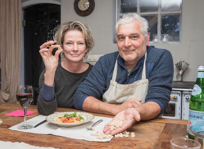 Marijk en Andre Roubal met hun Zeeuwse pasta.