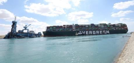 Tweehonderd schepen 'vast' door blokkade Suezkanaal