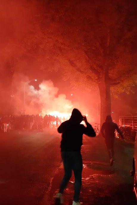 Sfeer slaat om bij stadion van De Graafschap: ME veegt terrein leeg