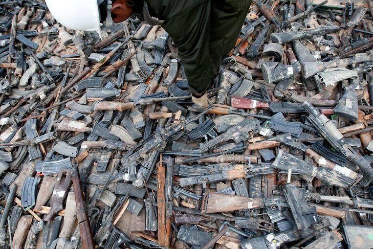 Duizenden geweren liggen klaar om vernietigd te worden in Mexico. Beeld null
