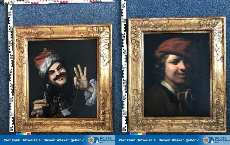 De aangetroffen schilderijen van Pietro Bellotti en Samuel van Hoogstraten. Beeld Politie Keulen