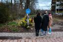 Tine, hier met twee vriendinnen, herdenkt het overlijden van Michiel.
