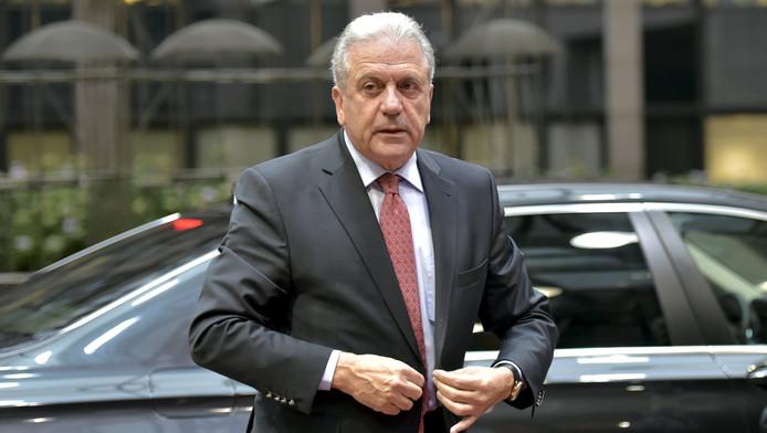 Le Commissaire européen chargé des Affaires intérieures, Dimitris Avramopoulos, arrivant au Conseil européen, Bruxelles, le 20 novembre 2015.