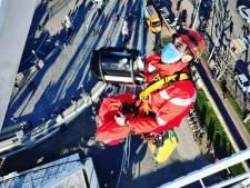 Spectaculaire beelden: brandweer redt slachtoffers uit stilgevallen reuzenrad aan Scheldekaaien
