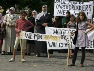 Moslima's protesteren tegen hoofddoekverbod