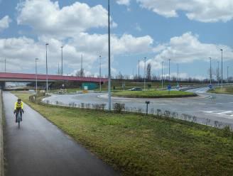 Tijdelijke ontsluitingsweg in Zwijnaarde leidt zwaar verkeer van industriezone naar autosnelweg