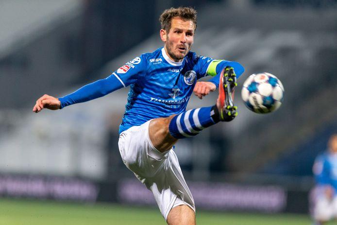 Paco van Moorsel, hier met aanvoerdersband, krijgt voorlopig geen nieuw contract bij FC Den Bosch.