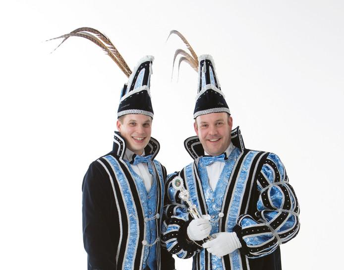 De nieuwe prins Sebastiaan Masselink en zijn adjudant Frank Nijhof van carnavalsvereniging De Dubbelkiekers in Harbrinkhoek.