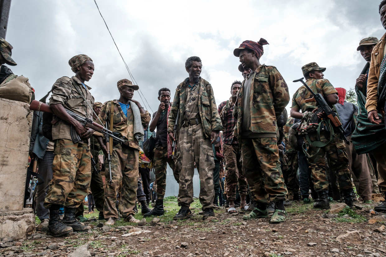 Leden van een Amhaarse militie bereiden een aanval op Tigrayse rebellen voor. Beeld AFP