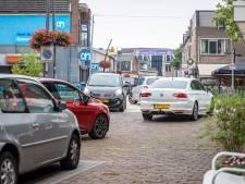 Bloembakken voorlopige oplossing voor verkeersdrukte Dorpsstraat Holten