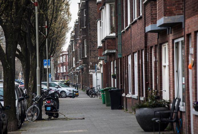 Relatief goedkoop waren vroeger de pandjes aan de Laakkade. Nu zijn ze nog steeds betaalbaar en een goudmijn voor beleggers met daarbij ook investeerders uit Utrecht en Amsterdam.