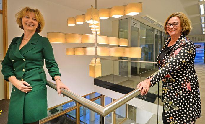 De directeuren Marion Wolters van De Woonplaats (links) en Wilma van Ingen van Domijn gaan op diverse gebieden samenwerken.