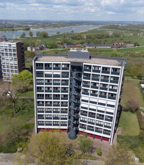 Bewoners Nijmeegse flat bezorgd: is gevel van complex zo brandbaar als een vat benzine?