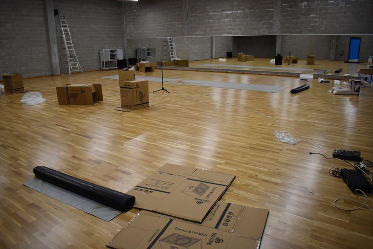 De danszaal wordt nog afgewerkt.