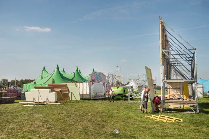 Festival Dream Village dat, behoudens afgelopen jaar, ieder jaar in september aan de Lage Aard in Bavel gehouden wordt.  Organisator Arno van der Star is hoopvol dat het dit jaar doorgang kan vinden.