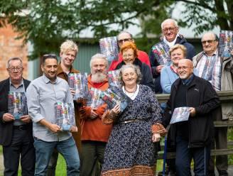 """Kleurrijk magazine 'Grijs' moet Borgerhoutse senioren beter informeren: """"Want computers hebben niet op alles een antwoord"""""""