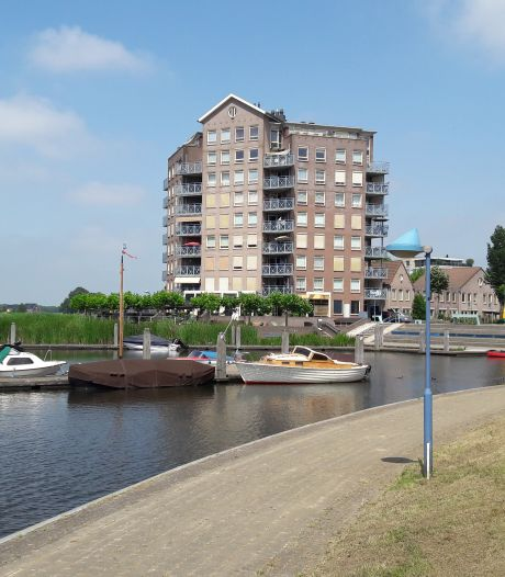 Hardenberg lokt pleziervaart met ruime haven vol steigers en voorzieningen