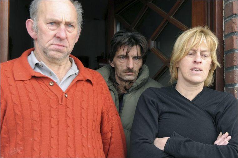 Johan Appeltans (groene vest) en Peggy Bellen, de ouders van Shana, aangeslagen.