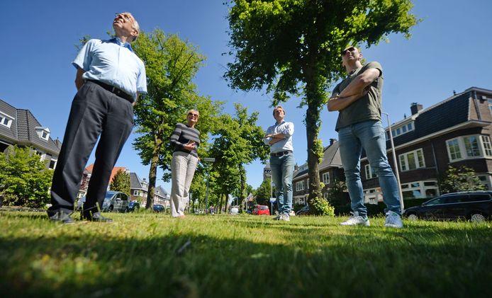 Buurtbewoners van de Lasondersingel waren niet blij met het plan voor de kap van 42 Lindes aan hun eigen singel. Binnenkort gaat de helft tegen de vlakte en komen er nieuwe bomen voor terug.