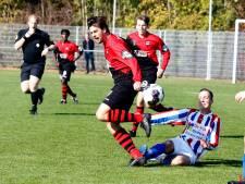 Oostburg schiet uit zijn slof tegen Hulsterloo: 9-0