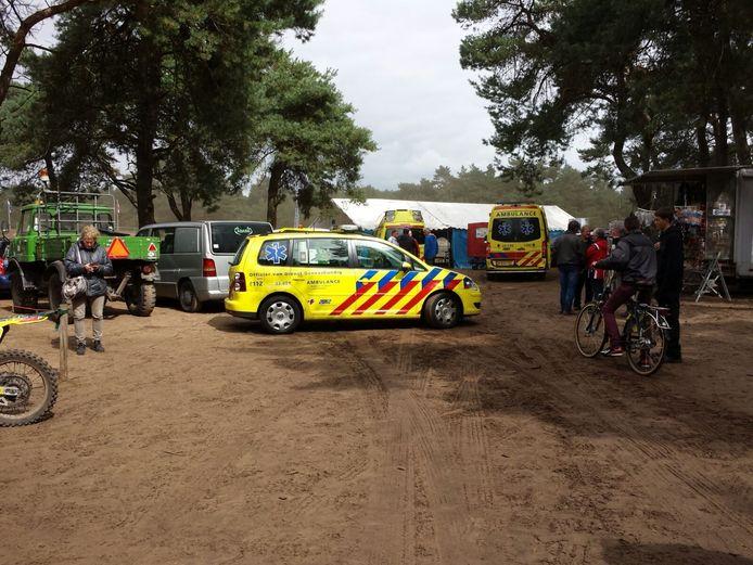 Een motorcrosser heeft zondagmiddag een toeschouwer aangereden in Budel.