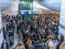 Stelling | De NS moet ingrijpen op veel te druk station Zwolle