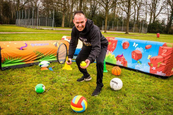Ook in andere plaatsen, zoals hier Mark de Jong in Enschede, startten ondernemers dit jaar met Monkey Moves, bewegingslessen voor kinderen van 1 tot en met 9 jaar.