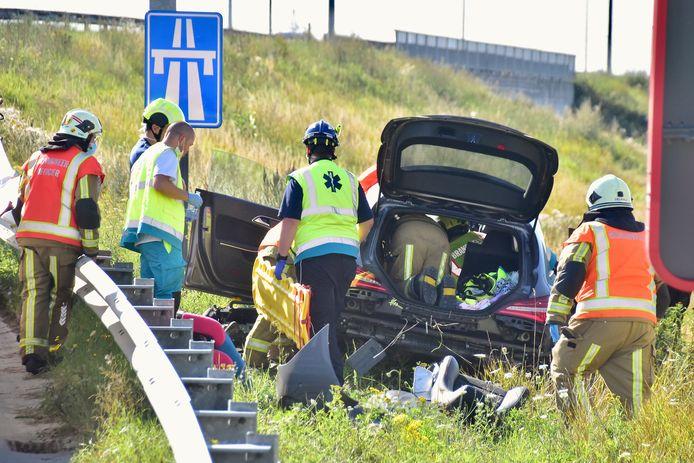 Een foto van een ongeval afgelopen zomer op de R8 in Heule