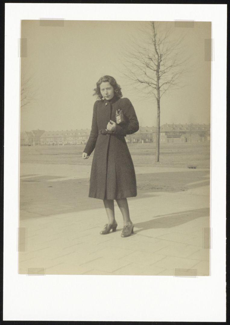 Hannie Schaft in de Van Dortstraat  Beeld Noord-Hollands Archief