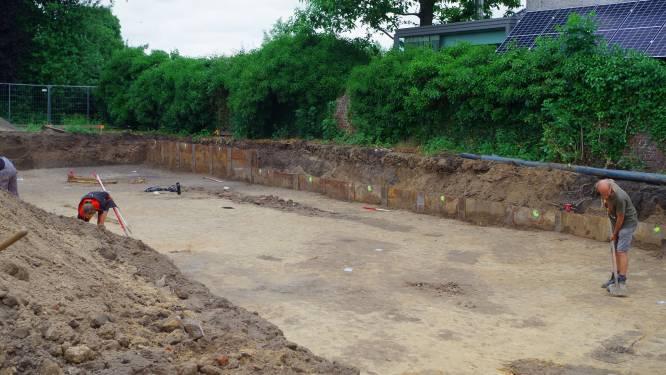 Archeologen doorzoeken pastorietuin in Ouwegem