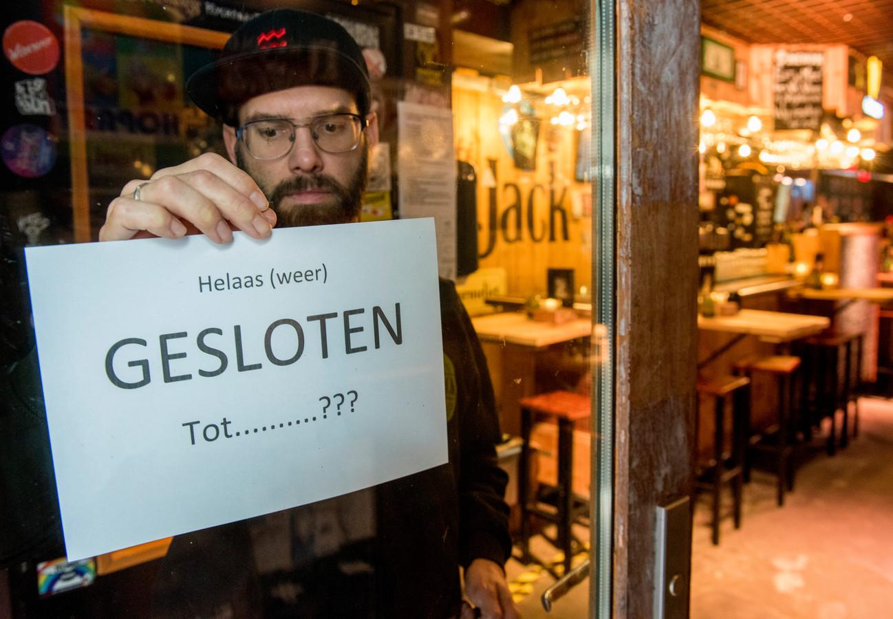 Cafe the Jack op Stratumseind hangt bericht op dat ze (weer) gesloten zijn voorlopig vanwege nieuwe coronamaatregelen