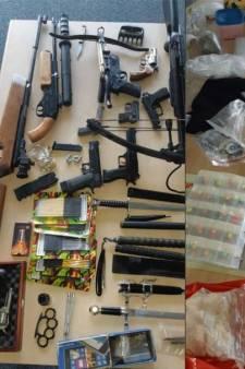 Man (26) uit Sint Anthonis is agressief tegen politie op straat en blijkt wapenarsenaal en drugs in huis te hebben