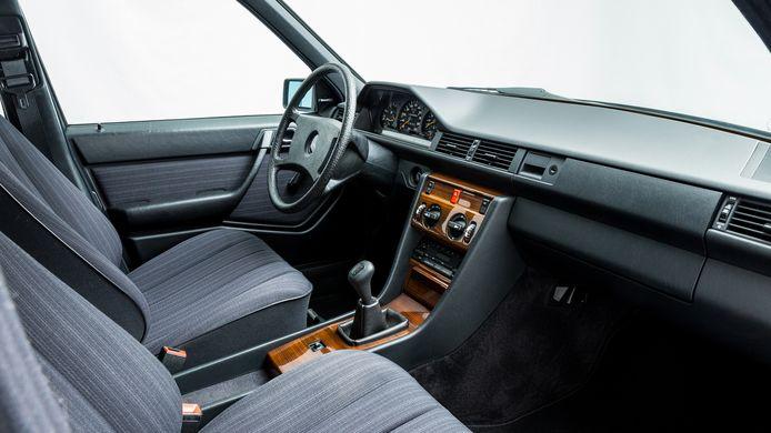 Het interieur van de nieuwe oude auto