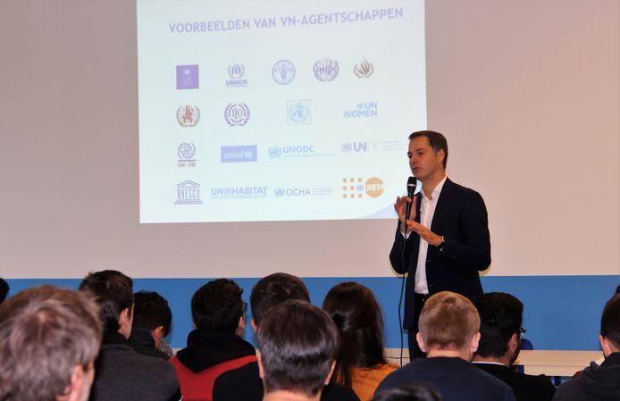 De leerlingen leerden onder meer bij over de verschillende agentschappen van de VN.