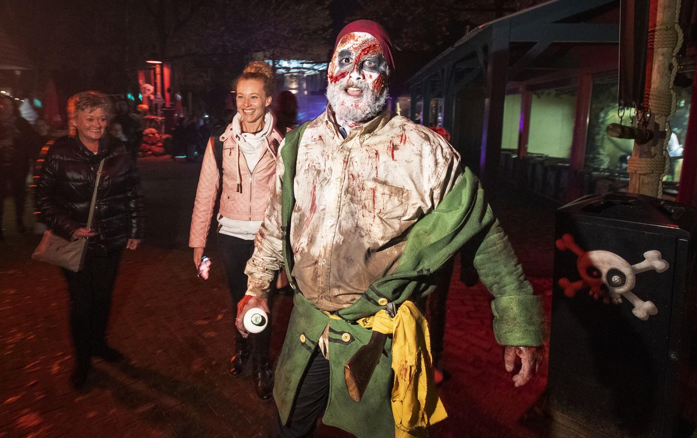 Avonturenpark Hellendoorn zoekt meer dan 150 scare actors: acteurs die gasten van het attractiepark de stuipen op het lijf kunnen jagen.