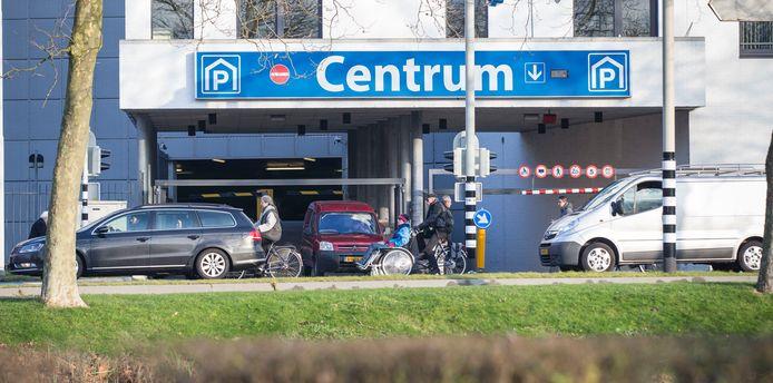 Parkeren in de parkeergarage in Goes kost volgend jaar 2 euro per uur, maar op koopavond is het goedkoper.
