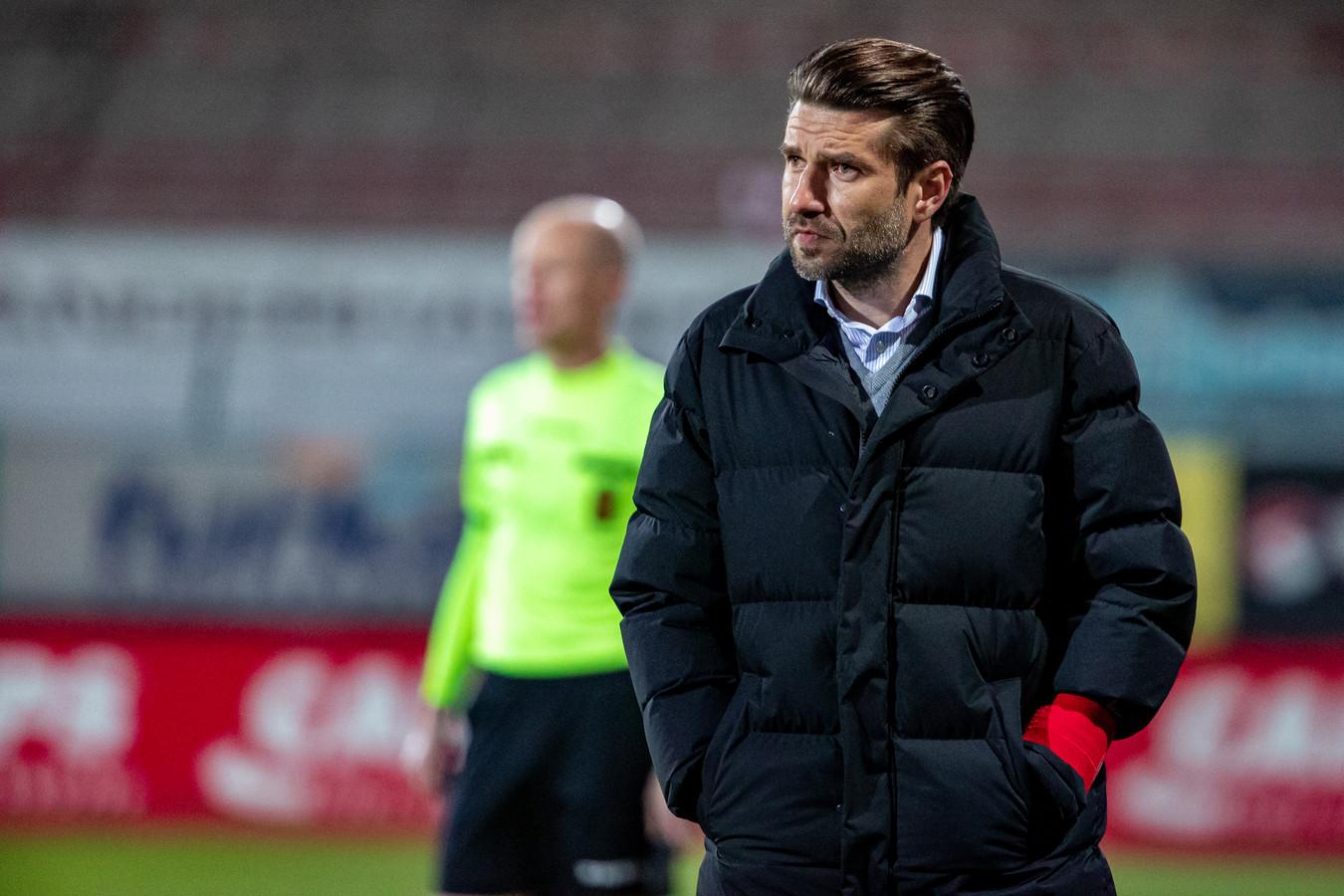 """KVK-trainer Luka Elsner was niet te spreken over de zogezegde strafschop van Club Brugge. """"Dat de scheidsrechtersbaas achteraf zegt dat het geen penalty was, maakt het alleen maar zuurder"""", zegt de KVK-coach."""