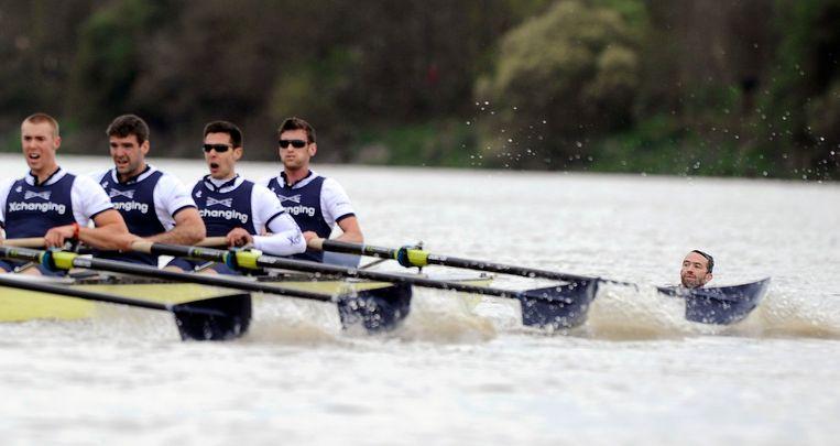 De roeiwedstrijd tussen Oxford en Cambridge in 20212. Beeld Reuters