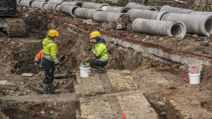 Eerder dit jaar legden archeologen in hartje Ieper nog restanten van het bisschoppelijk paleis bloot.