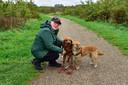 Yvette Heijboer uit Moerkapelle laat haar twee honden uit in het Bentwoud.