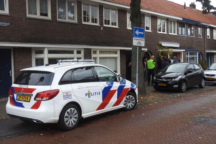 De politie doet onderzoek na een overval op een woning in Eindhoven.