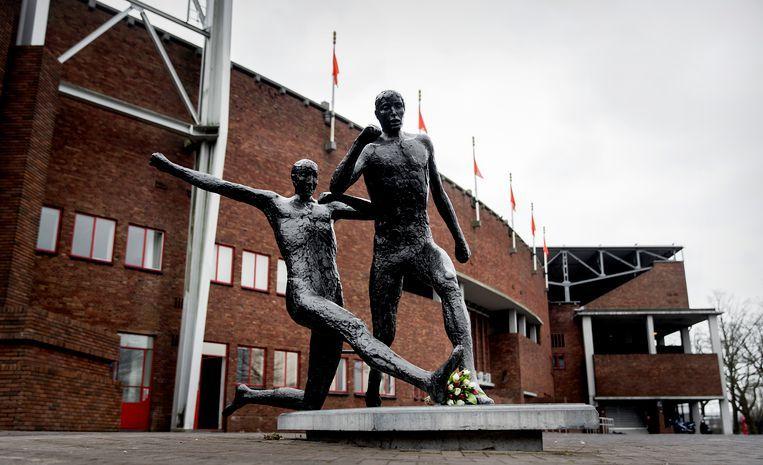 Een standbeeld van Johan Cruijff bij het Olympisch stadion in Amsterdam. Het Stadionplein (waar het stadion aan ligt) wordt nog voor de zomer het Johan Cruijffplein. Beeld ANP